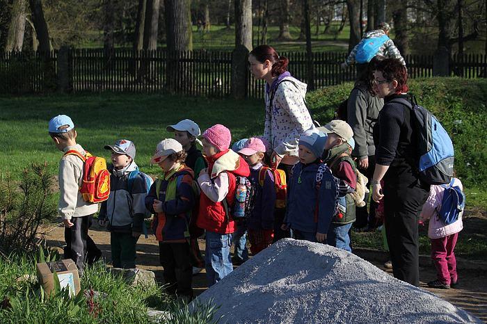 Fotografie ke článku: Při oslavách Dne Země si děti mohly pohladit poníka