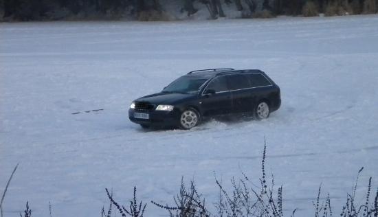 Fotografie ke článku: Adrenalin na ledě: Nedělní odpoledne v Nové Říši