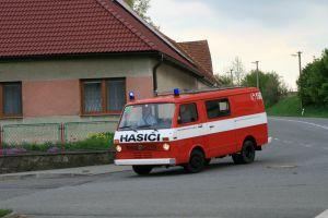 Fotografie ke článku: Požárníkům z Hodic se splnil letitý sen, mají zánovní hasičský vůz
