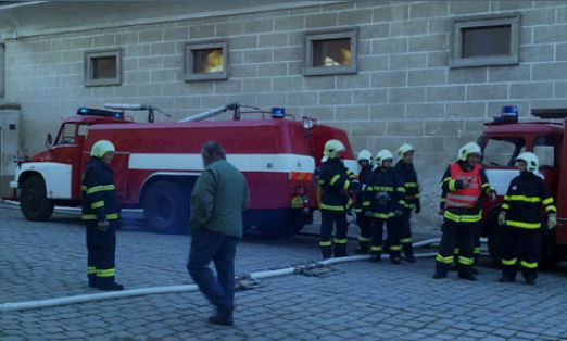Fotografie ke článku: Klání bojovníků s ohněm opět hostilo náměstí v Telči