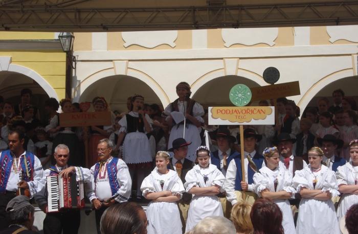 Fotografie ke článku: Folklorní soubory vystupovaly v Telči