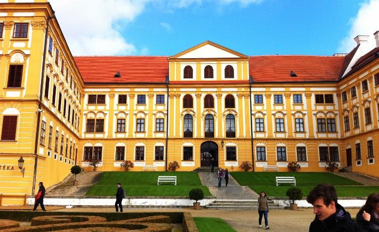 Fotografie ke článku: AKTUALIZOVÁNO: Gymnazisté navštívili Jaroměřice nad Rokytnou