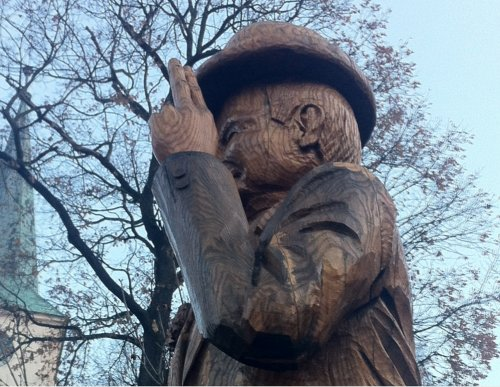Fotografie ke článku: V Třešti byla odhalena dřevěná socha Pana Tau