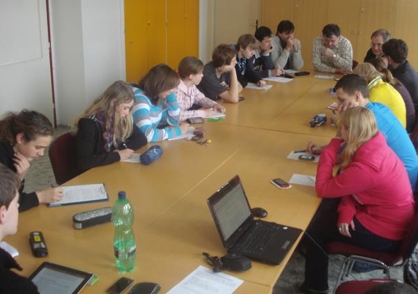 Fotografie ke článku: Školní parlament zamítl elektronické žákovské knížky