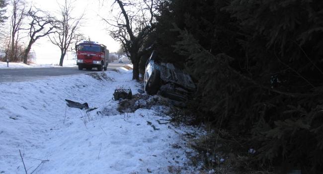 Fotografie ke článku: Střetli se při předjíždění u Studnic, viník od nehody ujel