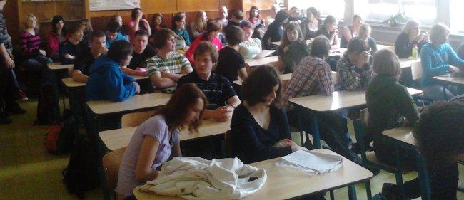 Fotografie ke článku: Gymnazistům o závislostech přednášel psychiatr