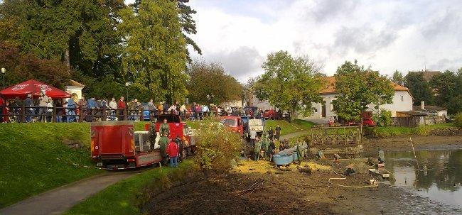 Fotografie ke článku: Ze Štěpnického rybníka putovalo 70 metráků ryb