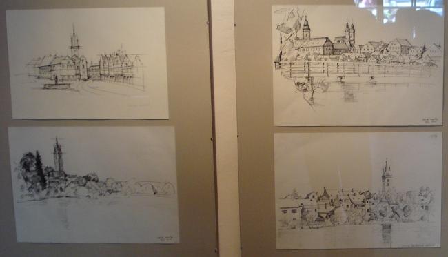 Fotografie ke článku: Vstupní síň telčské radnice vystavuje studentská díla